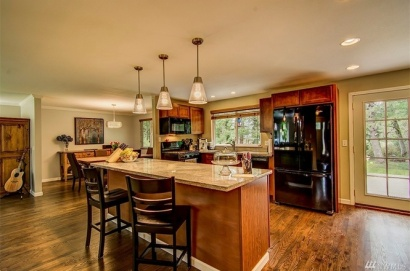 The gorgeous newly-remodeled kitchen